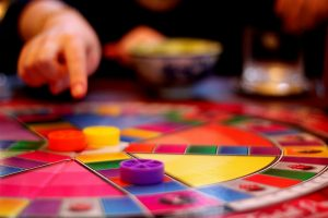 Jouer au Trivial Pursuit